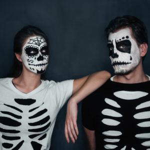 Halloween in coppia con costumi horror coordinati