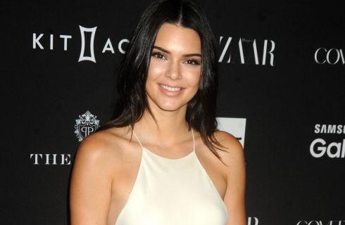 Kendall Jenner: nude look firmato Balmain a Parigi