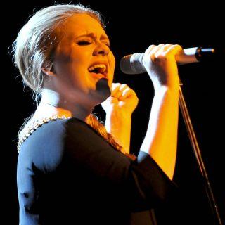 Adele: devo la mia carriera ad Amy Winehouse