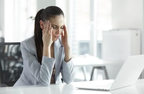 Mal di testa da cervicale: 5 rimedi per evitarlo