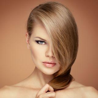 Caduta capelli in autunno: rimedi e consigli
