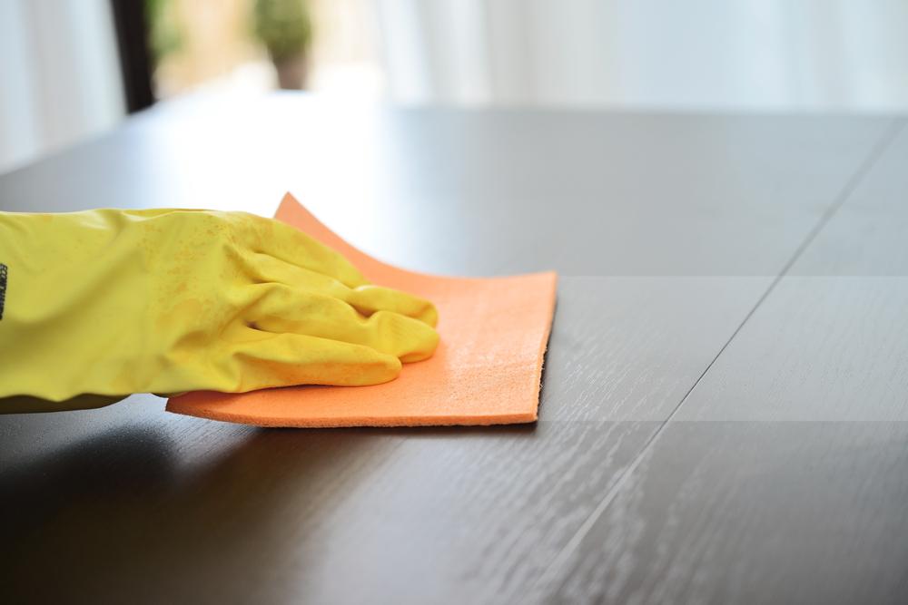 10 trucchi e segreti per pulire casa diredonna - Pulire specchio ...