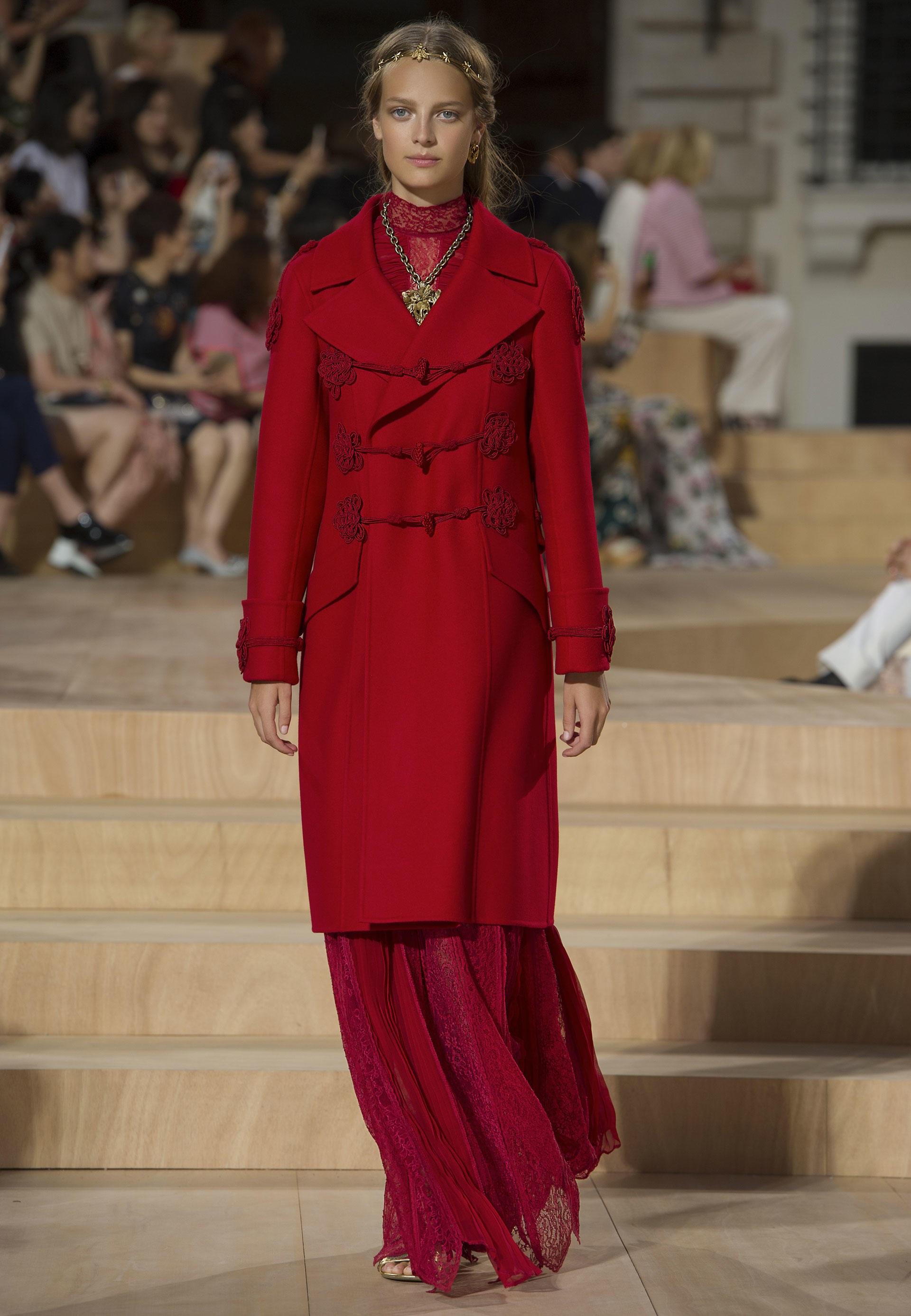 2b6038981518 Vestito rosso e accessori, consigli | DireDonna