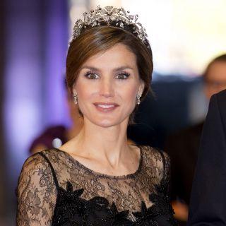 Letizia Ortiz inseparabile dalla preziosa tiara a fiori