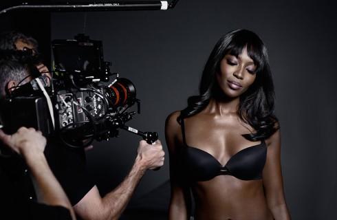 Naomi Campbell sexy testimonial per Yamamay