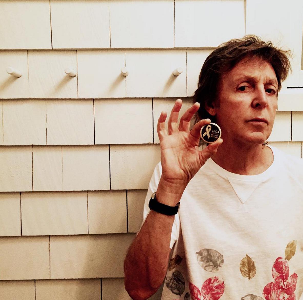 Stella McCartney contro la violenza sulle donne: i vip