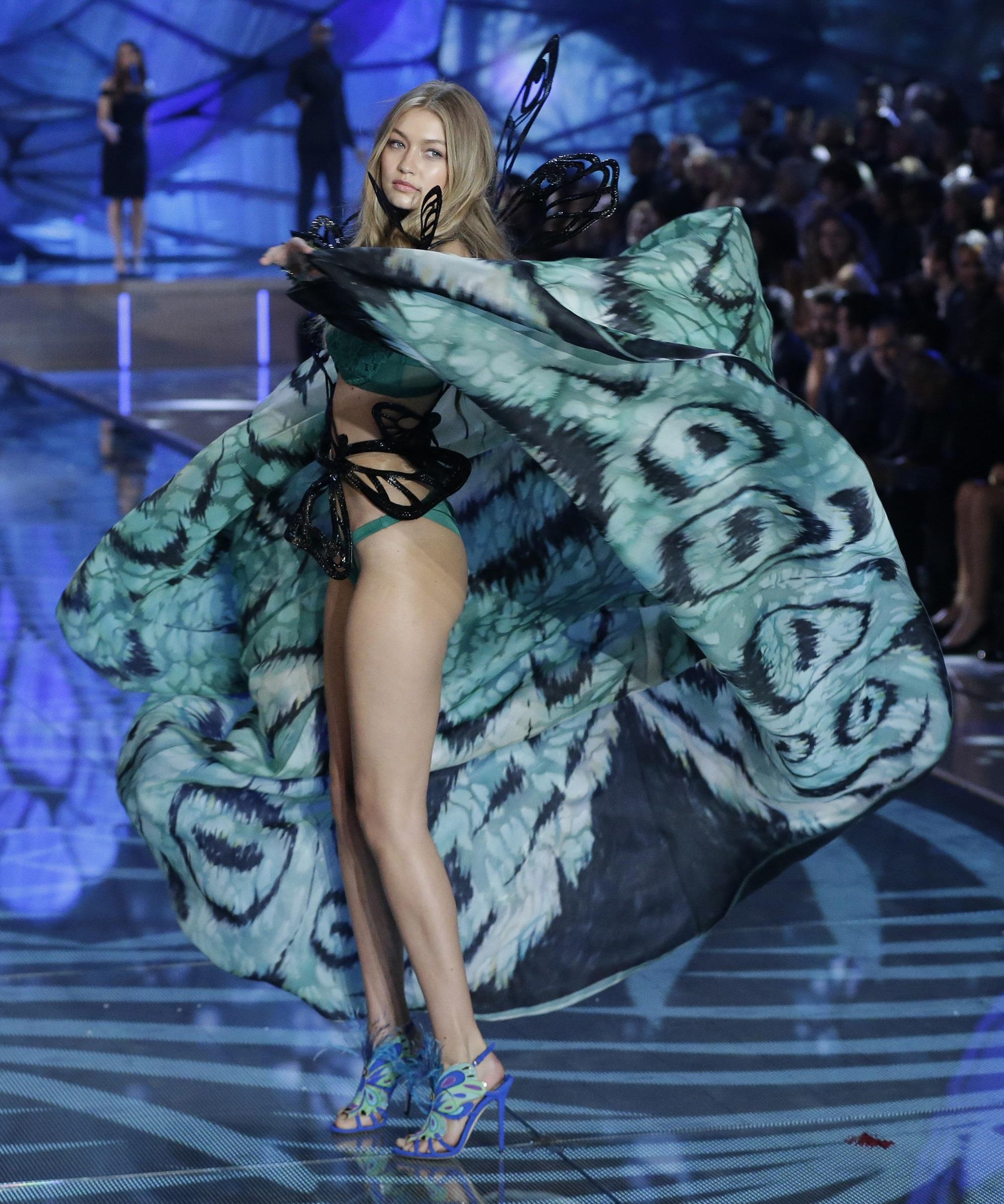 Victoria's Secret: le immagini della sfilata