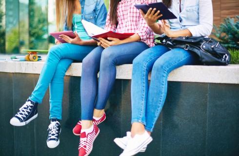 Espulsa da scuola perchè ha jeans troppo attillati