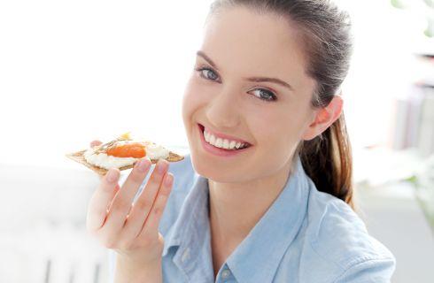 Dieta per contrastare i brufoli: cosa mangiare