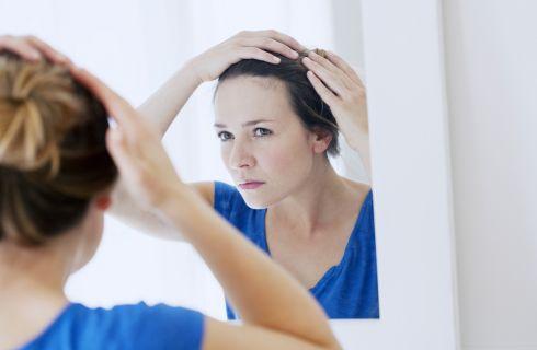 Caduta capelli: quali sono le cause e come contrastarla
