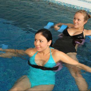 Sport in gravidanza: i benefici del nuoto