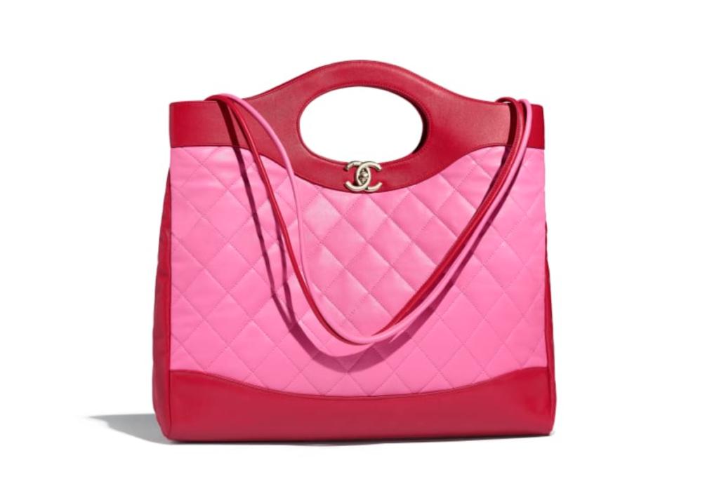 Shopping bag di Chanel rosa e rossa