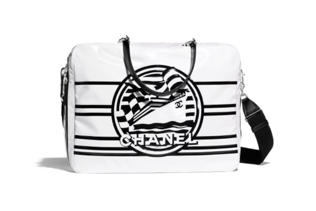 La borsa di Chanel in vinile bianco e pelle nera
