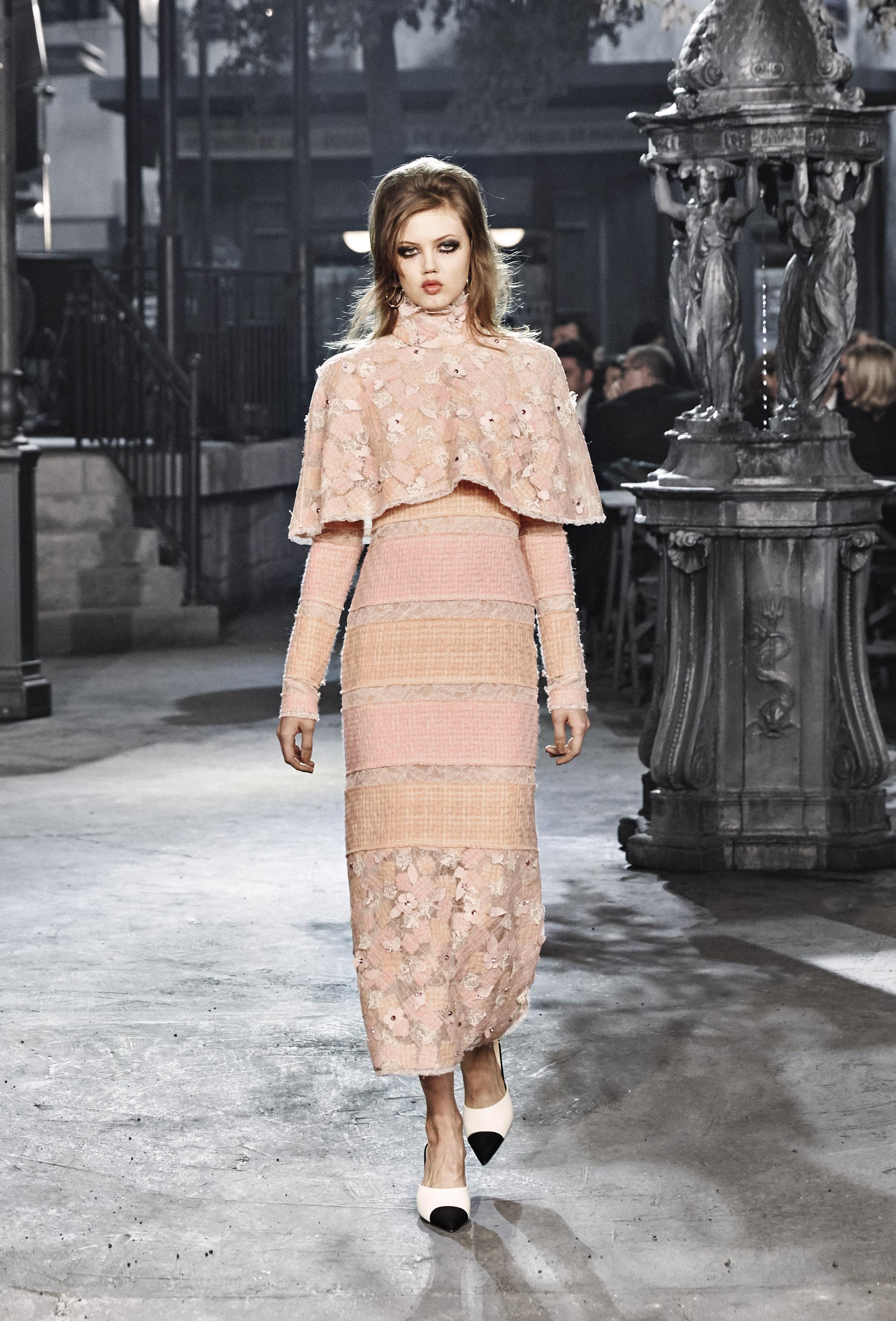 Chanel Métiers d'art, le foto della sfilata Paris in Rome 2015/16