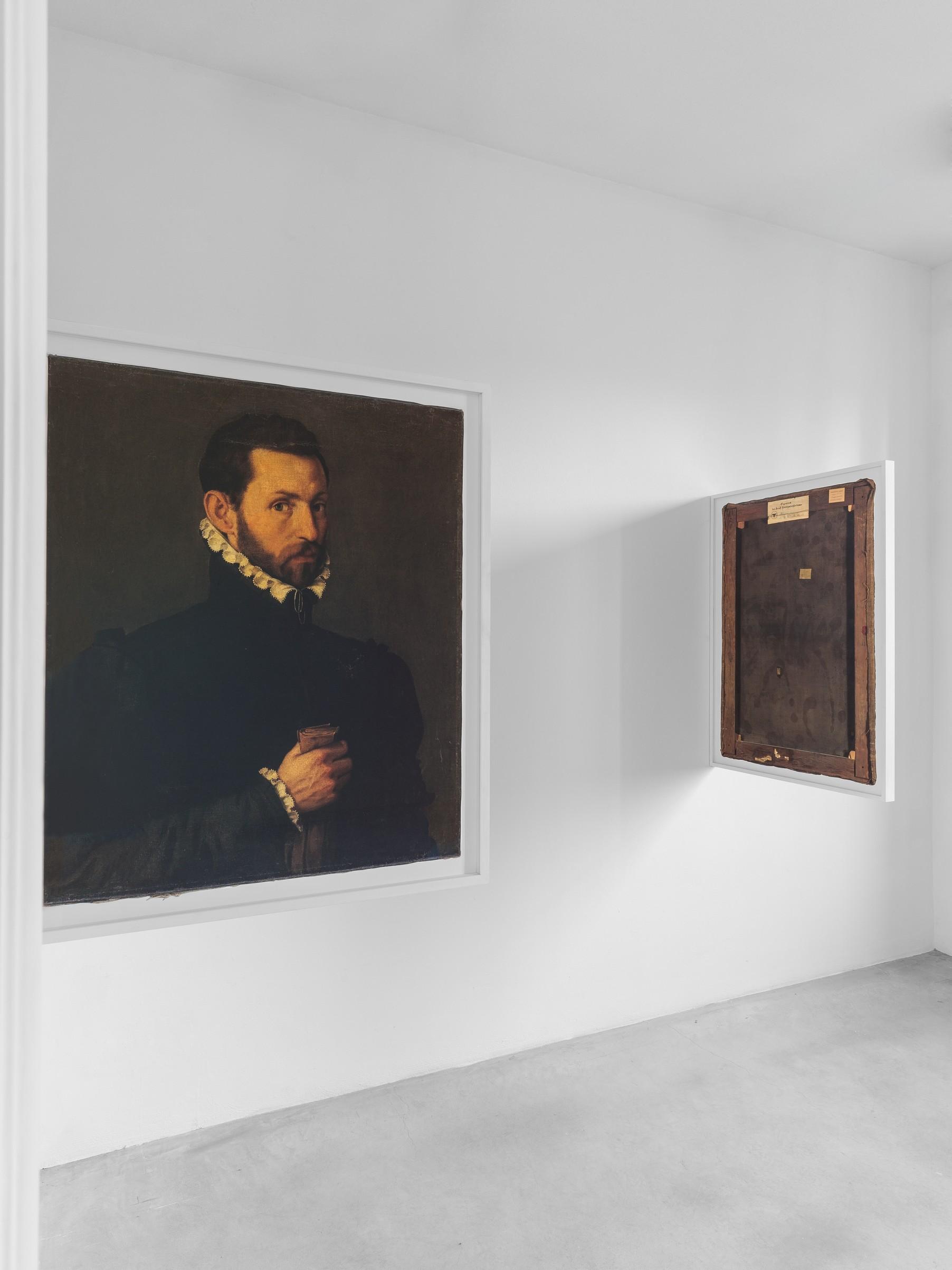 Fondazione Prada, le foto dell'esibizione Recto Verso