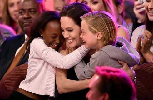 Angelina Jolie non commenta le voci sulla figlia Shiloh transgender