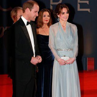 Da Kate Middleton a Jennifer Aniston, le dive in azzurro