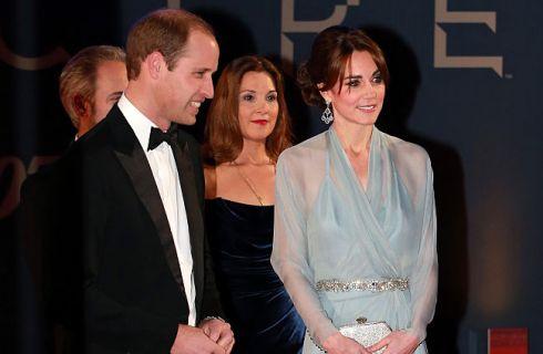 Da Kate Middleton a Jennifer Aniston, le dive scelgono l'azzurro serenity