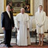 Charlene e Alberto di Monaco in visita da Papa Francesco il 18 gennaio 2016 (foto Getty Images)