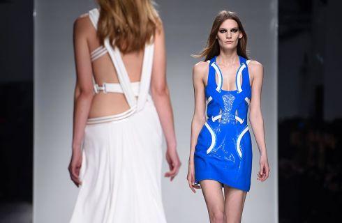 Atelier Versace apre l'Haute Couture a Parigi