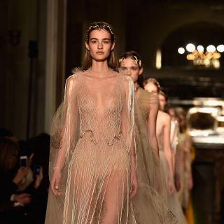Valentino illumina l'Haute Couture con bagliori bizantini