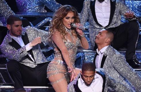 Jennifer Lopez: foto sexy su Instagram per Drake fa arrabbiare Rihanna?