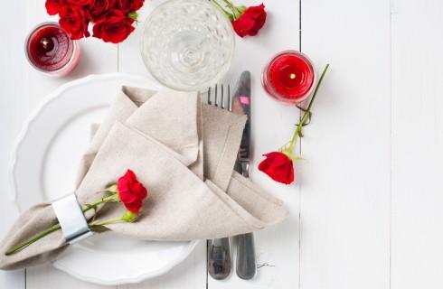 Cena romantica: 5 idee per decorare la tavola