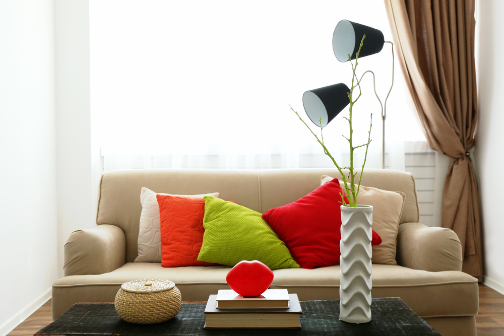 Divani le soluzioni per un soggiorno piccolo diredonna - Cuscini quadrati per divani ...