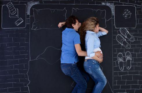 Come dormire in gravidanza: errori da evitare e posizioni corrette