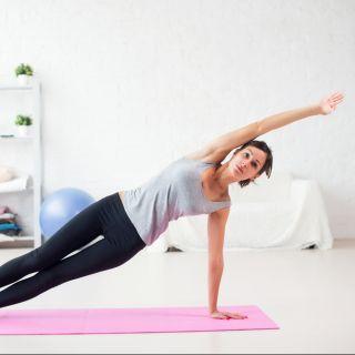 Alleviare il mal di schiena con 3 esercizi di pilates
