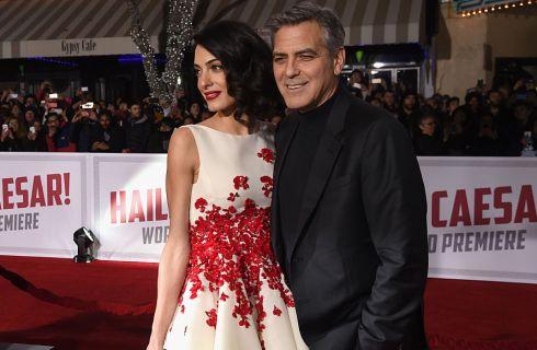 George Clooney e Amal affiatati alla prima di Ave, Cesare!