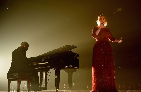Adele confessa di aver pianto dopo l'esibizione ai Grammy Awards