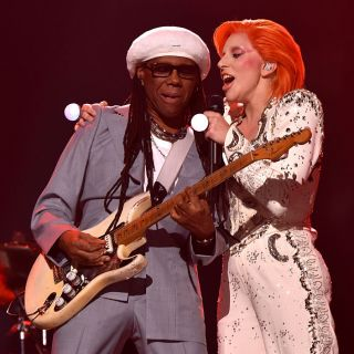 Lady Gaga omaggia David Bowie ai Grammy Awards