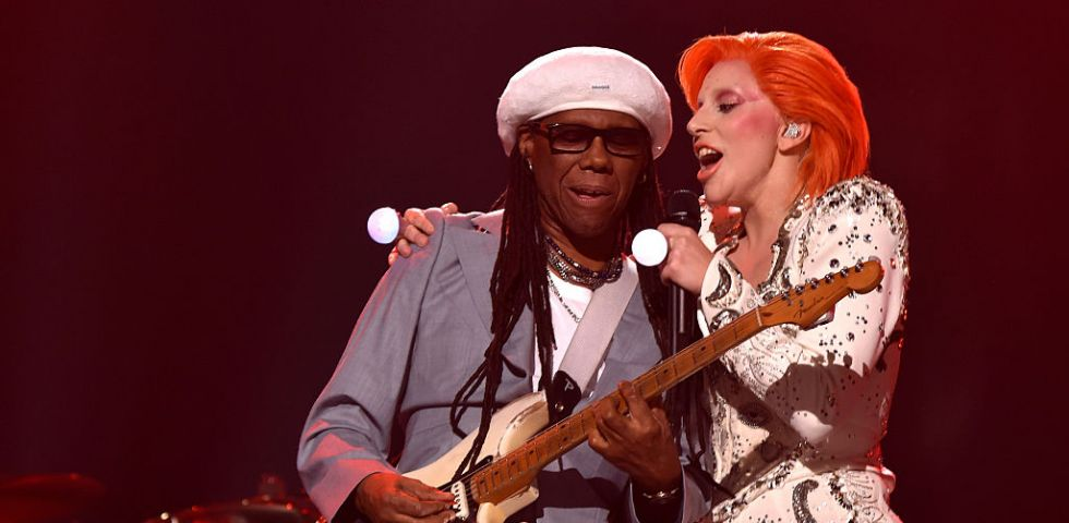 Lady Gaga omaggia David Bowie ai Grammy Awards 2016