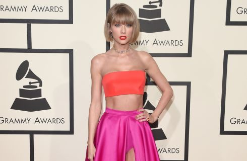 Grammy Awards 2016: il red carpet da Taylor Swift a Lady Gaga