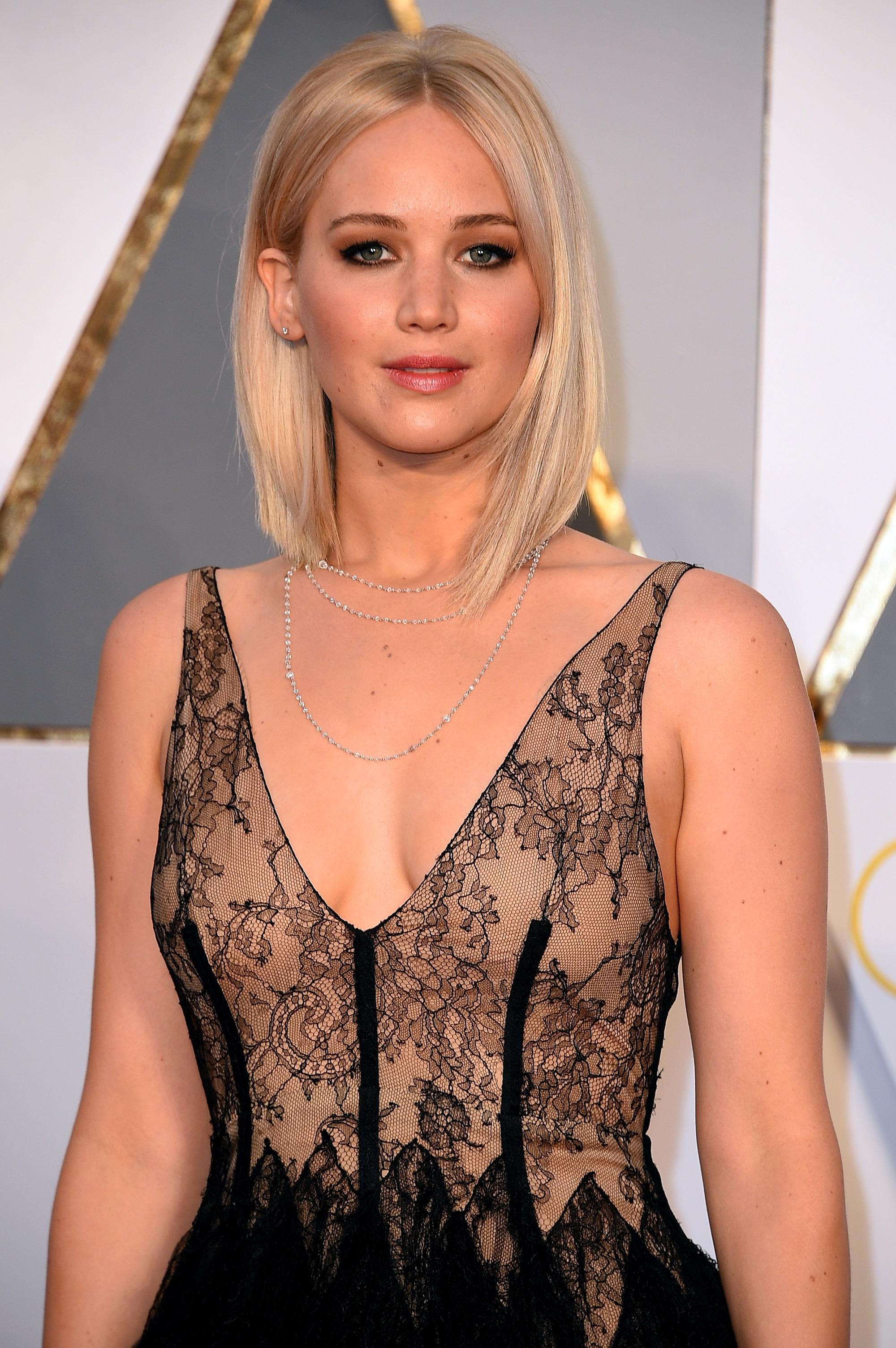 Jennifer Lawrence taglio asimmetrico