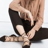 Zara Tomaia tallone basso con lacci 29,95 euro