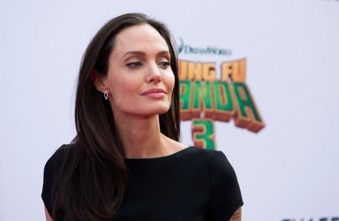 La sosia di Angelina Jolie spopola sul web
