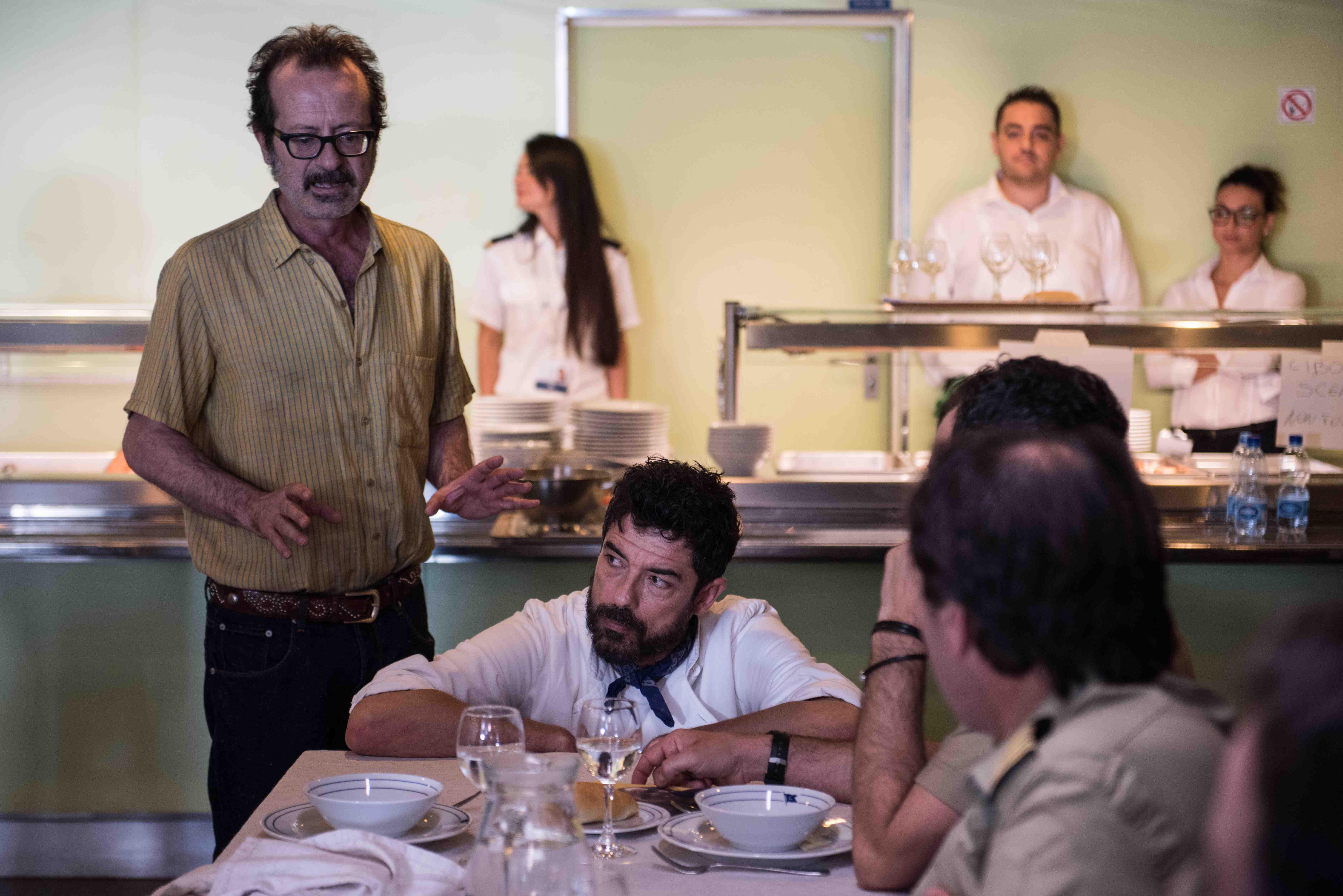 Onda su Onda, le immagini del film con Alessandro Gassman