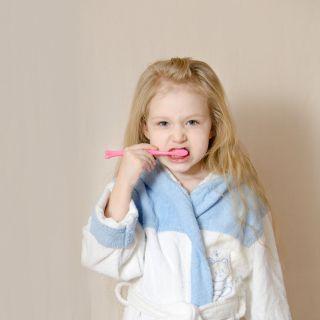Denti bambini, i consigli per prevenire e curare la carie