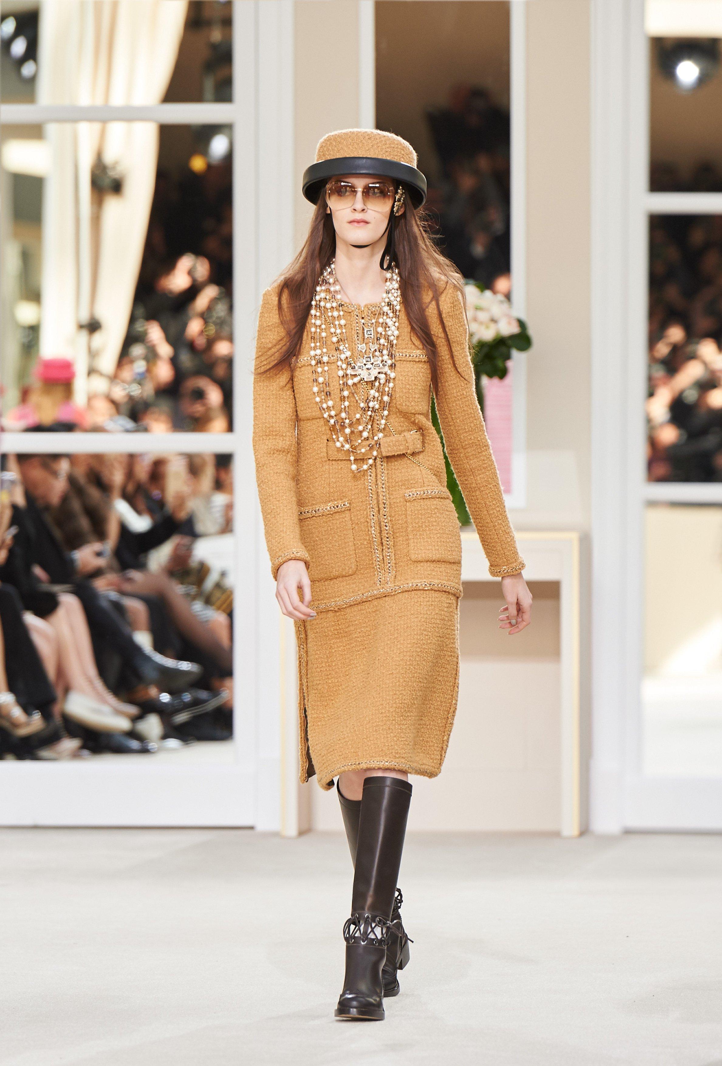Chanel, le foto della collezione autunno inverno 2016-2017