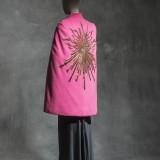 Elsa Schiaparelli, Cape « Phoebus », Haute couture inverno 1938, drap de laine, velours de soie, broderies © Jean Tholance, Les Arts Décoratifs, Paris, collection UFAC