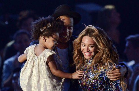 Beyoncé e Blue Ivy nel giardino della Casa Bianca per la caccia alle uova di Pasqua