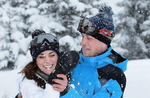 Animalisti contro Kate Middleton per i guanti di pelliccia