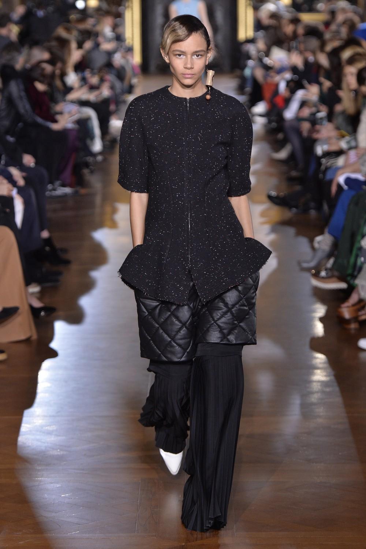 Stella McCartney, le foto della collezione autunno inverno 2016-2017