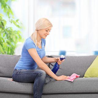 Consigli pratici per pulire il divano in tessuto