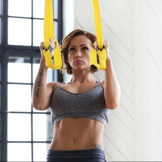 Spalle e braccia toniche: 3 esercizi TRX