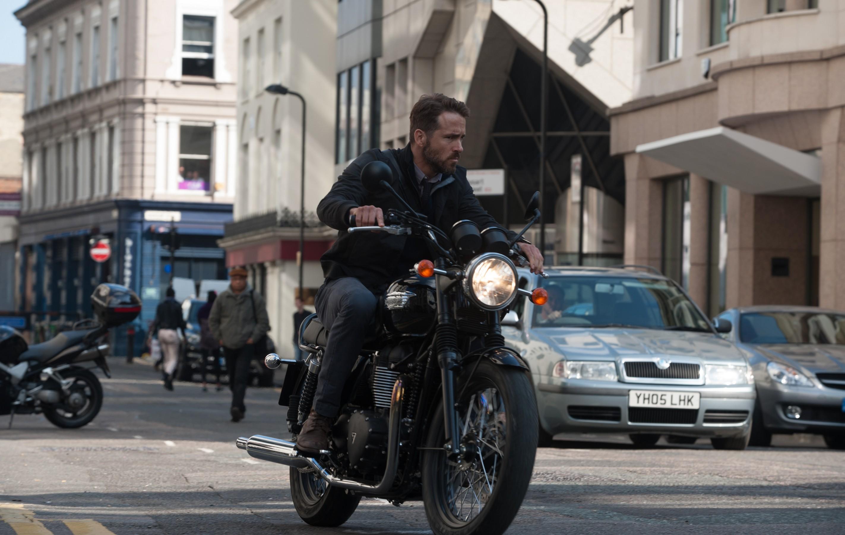 Criminal, le foto del nuovo film di Kevin Costner
