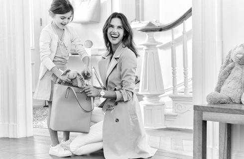 Alessandra Ambrosio con la figlia nella campagna Michael Kors per la Festa della Mamma