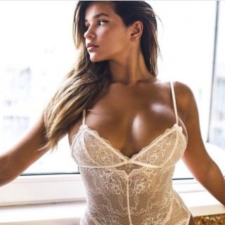 Lato B alla Kim Kardashian per la modella Anastasiya Kvitko